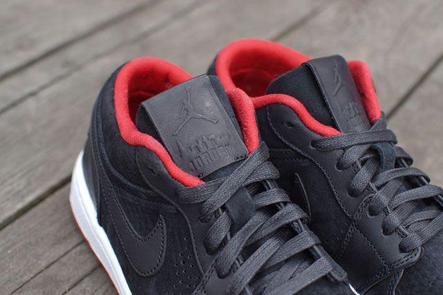 Air Jordan 1 Low Nouveau Tongue