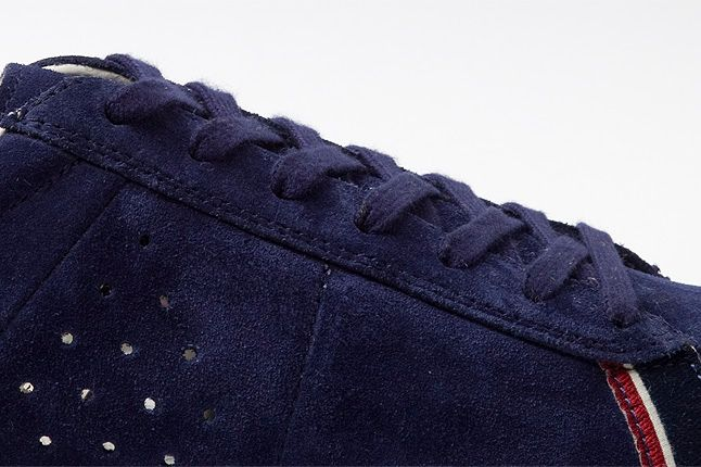 Close Up Dax Blue Suede 1