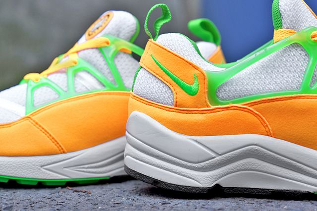 Nike Huarache Light Atomic Mango 22