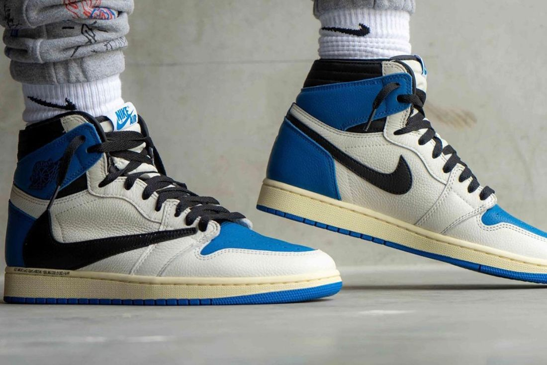 Travis Scott x Fragment x Air Jordan 1 on foot shots