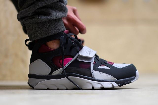 Nike Air Trainer Huarache Fireberry 1