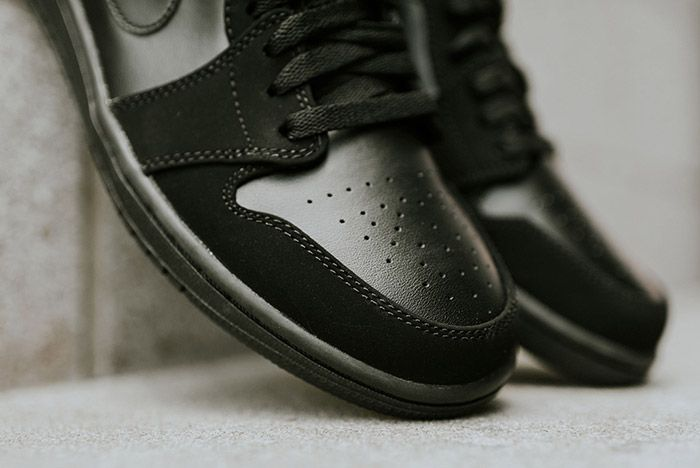 Air Jordan 1 Low Blackout 8