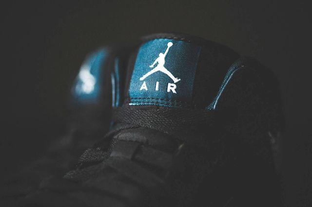 Air Jordan 1 Mid Nightshade 3