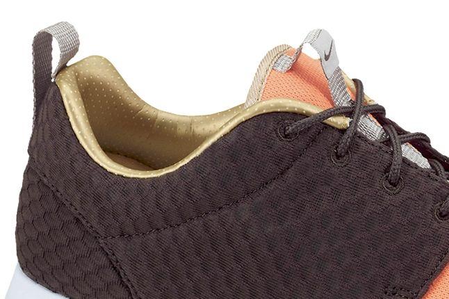 Nike Roshe Run Fb Metgold Crimson Heel Detail 1