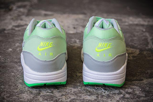 Nike Air Max1 Essential Vapor Green 2