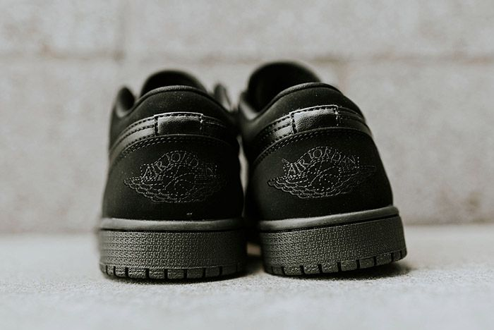 Air Jordan 1 Low Blackout 6