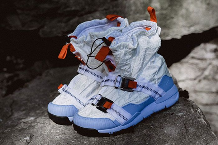 Nike Mars Yard Overshoe Left Header