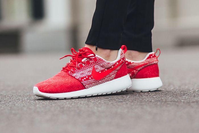 Nike Roshe One Winter Wmns Sweater Pack8