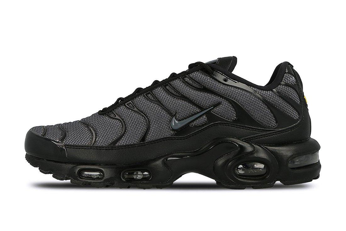 Nike Air Max Plus Womens Black Dark Grey2
