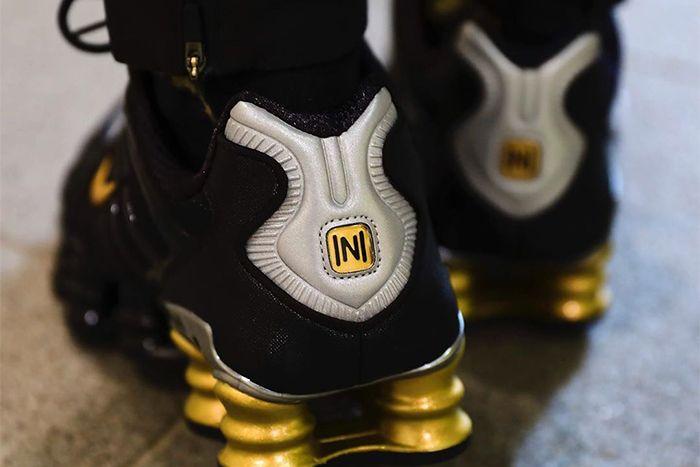 Neymar Nike Shox Tl Black Gold Collaboration First Look Bv1388 001 Release Date Heel