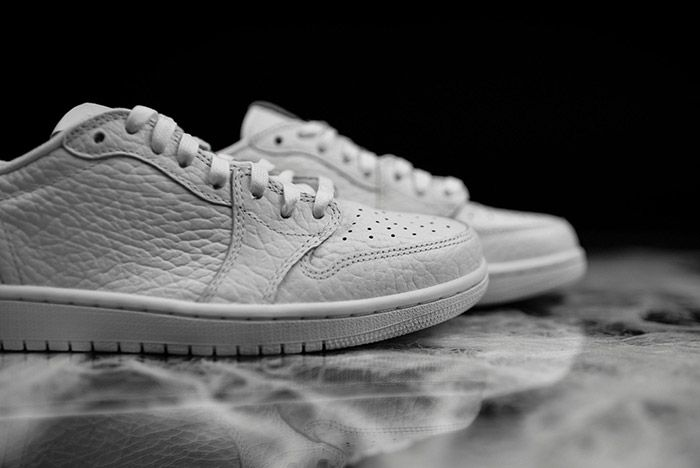 Air Jordan 1 Low Swooshless White 1
