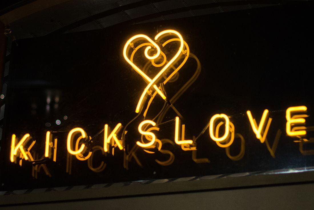Kicks Love 19