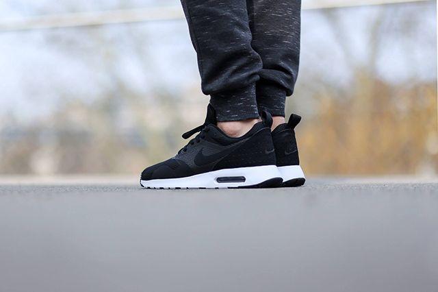 Nike Air Max Tavas Se Black White 4