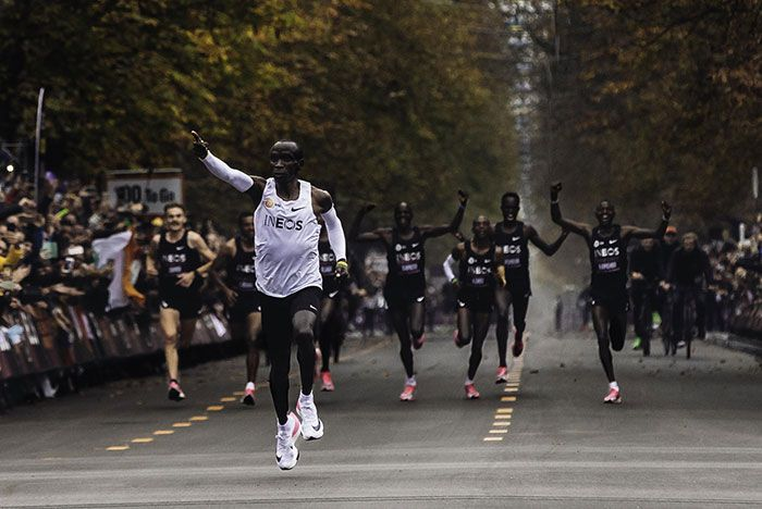 Kipchoge Breaks 2 Hour Marathon