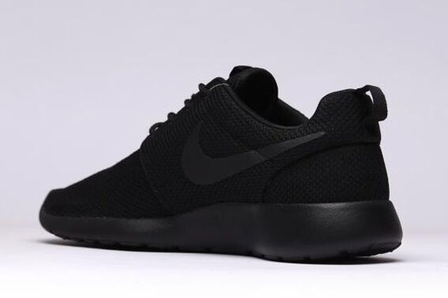 Nike Roshe Run Triple Black 3