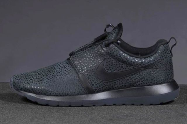 Nike Roshe Run Safari Triple Black 1