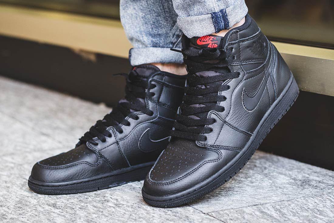 jordan 1 all black on feet