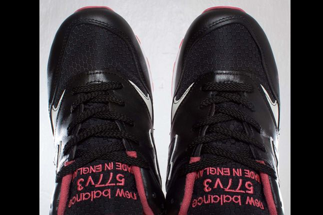 Staple X Size X New Balance 577 Black Pigeon Toes 1