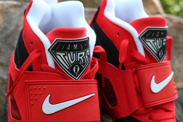 Nike Air Diamond Turf Red Tongue Detail