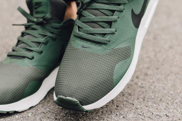 Nike Air Max Tavas Carbon Green 1