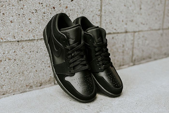 Air Jordan 1 Low Blackout 1