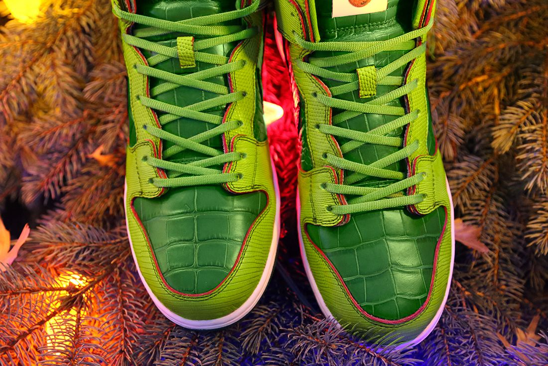 Nike SB High Dunk 'Grinch' ceeze hero