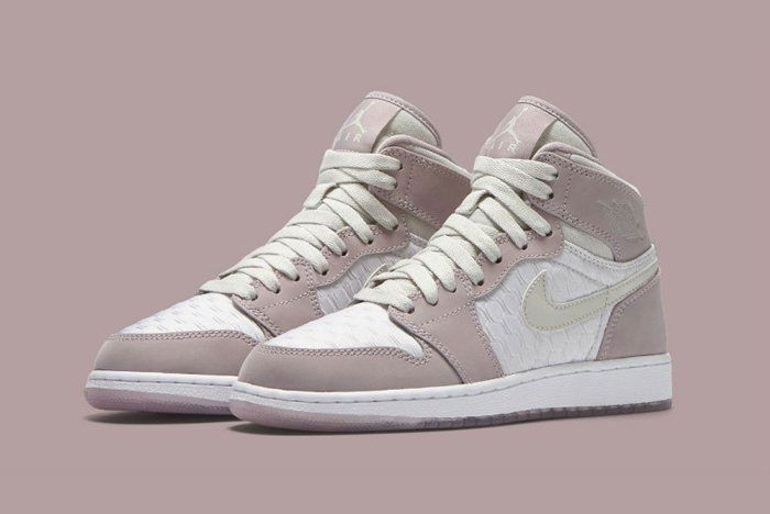 Air Jordan 1 Heiress Plum Fog