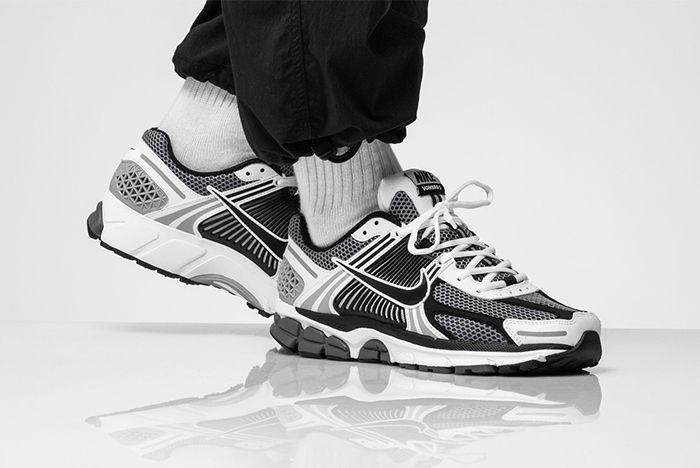 Nike Vomero 5 Se Sp Racer Blue Electric Green Dark Grey On Foot Shot Three Quarter On Foot Shot