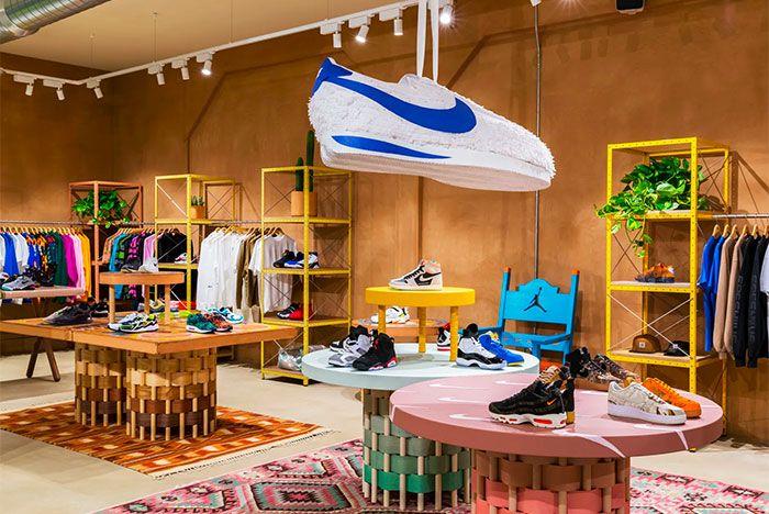 Sneakersnstuff La Inside