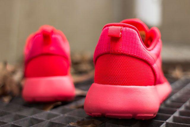 Nike Wmns Roshe Hyp Laser Crimson Heel