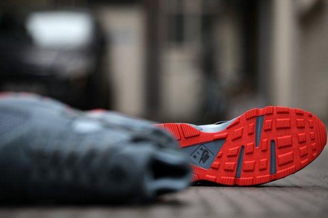 Nike Huarache Graphite Bright Crimson Bumper 5