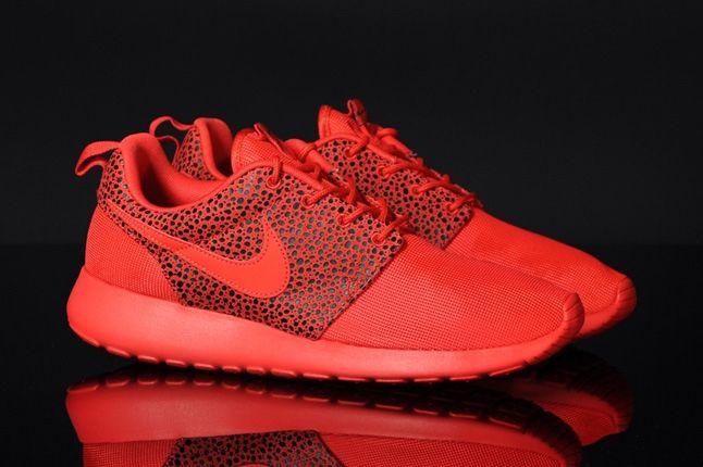 Nike Roshrerun Challenegered Safari Front Quarter 1