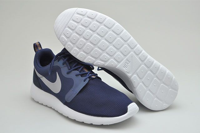 Roshe Run Nvy Blue Perspective Sole