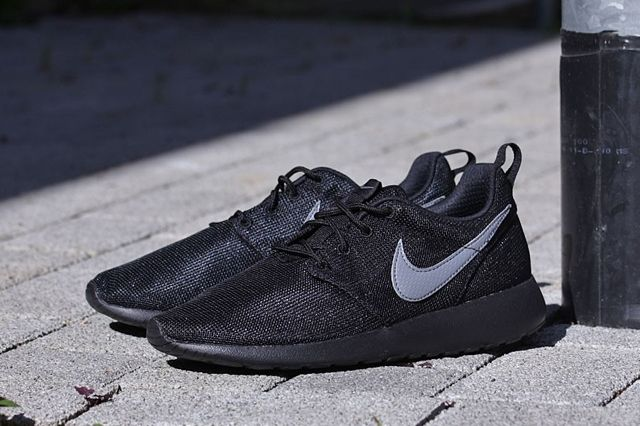 Nike Roshe Run Gs Cool Grey Black 2