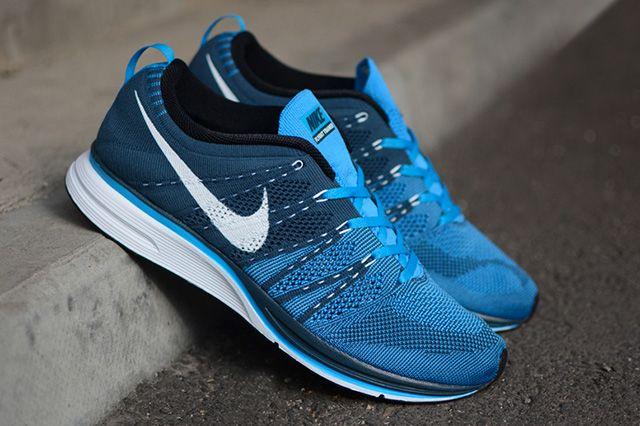 Nike Flyknit Trainer Blue Glow 3