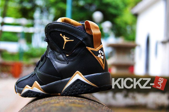 Air Jordan 7 Gold Medal New Pics 05 1