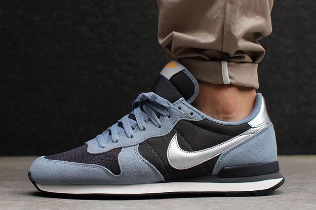 Nike Internationalist Leather Magenta Grey Metallic Silver