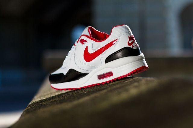 Nike Wmns Air Max Light White Chilling Red 1