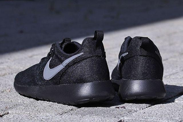 Nike Roshe Run Gs Cool Grey Black 1