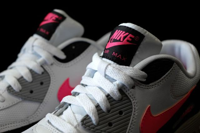 Nike Air Max 90 Hyper Pink 2