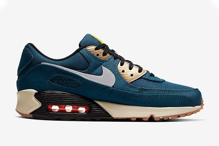 Nike Air Max 90 Tokyo Right