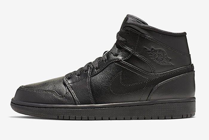 Air Jordan 1 Triple Black Left