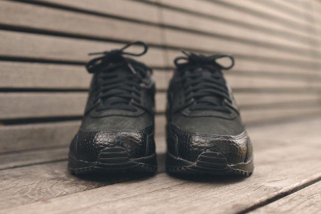 Nike Wmns Air Max 90 Triple Black Croc 3