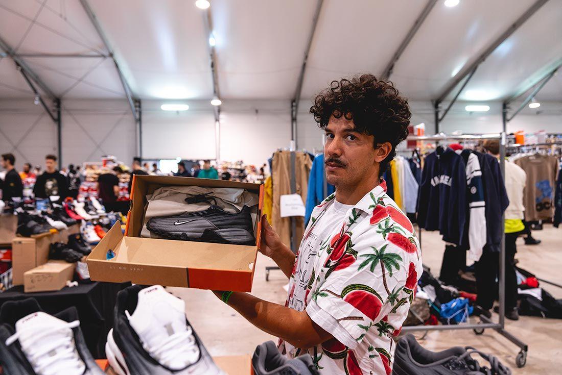 Sneakerness Paris Man Holding Box