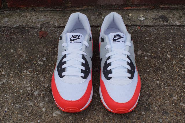 Air Max Light Wht Red Frontview