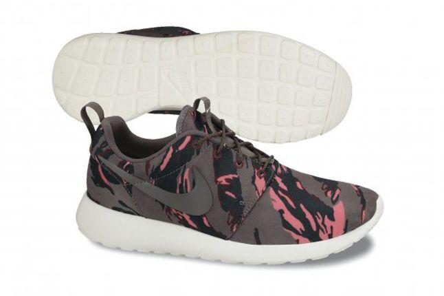 Nike Roshe Run Camo Grey Red Profile 1