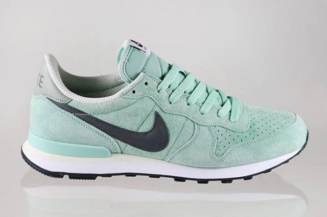 Nike Internationalist Enamel Green1