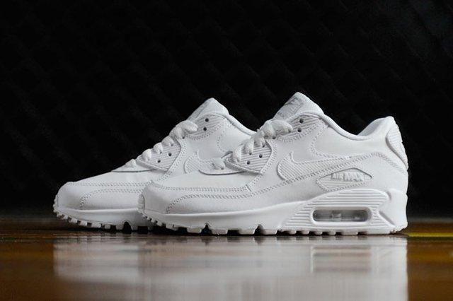 Nike Wmns Air Max 90 Triple White 2