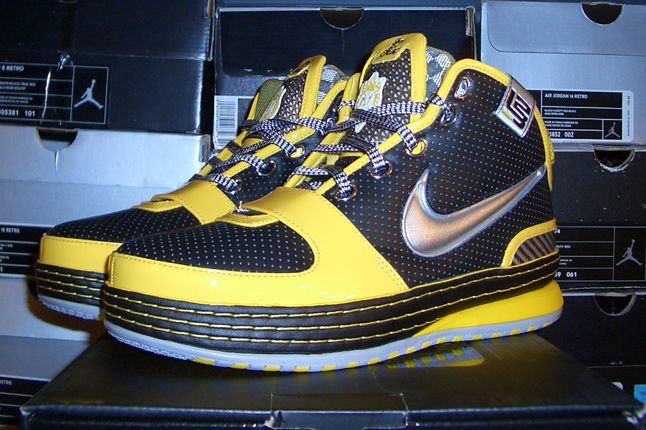 Rebecca Dahms Wmns Basketball Collection Nike Air Zoom Le Bron 6 Taxi 1