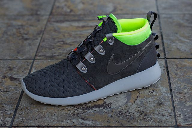Nike Roshe Run Mid Winter Smokey Volt